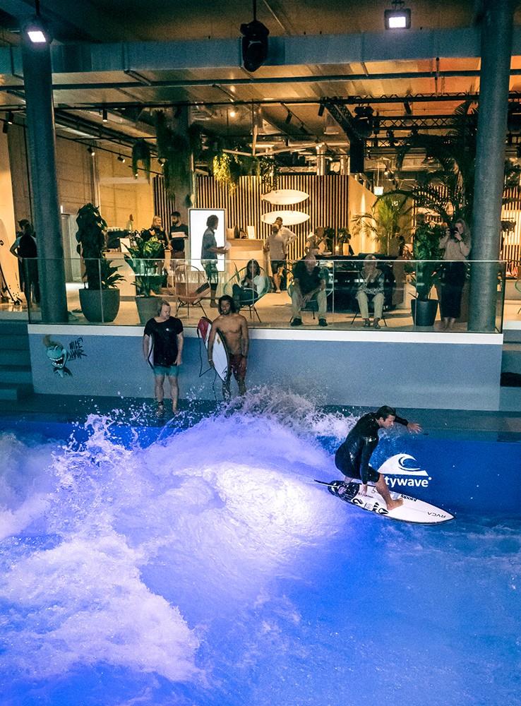 Beschallungs-Installation im OANA Surf